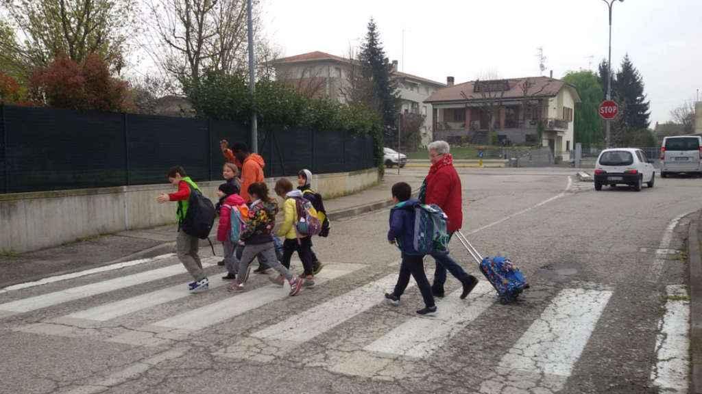 Andrew, Asia e i bambini del Pedibus