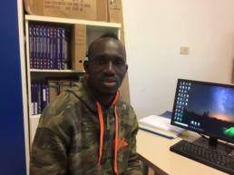 Mamadi, titolare di protezione sussidiaria installa impianti fotovoltaici