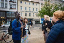 Performing Resistance: pratiche artistiche di resistenza alla politica di invisibilizzazione